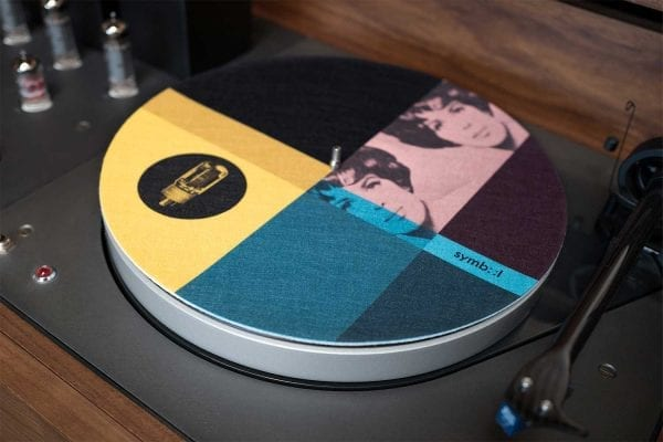 Premium felt record player mat with tube design on Hi-Fi turntable. Features a no-scratch surface and classic designs shaped to fit all turntable sizes.